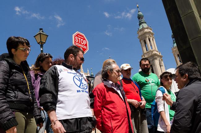 Representantes de las distintas plataformas se reúnen para hacer entrega de los escritos pidiendo la dimisión de Gustavo Alcalde